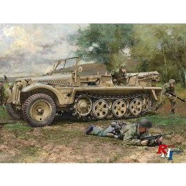 6561 1/35 Sd.KFZ.10 Demag D7 w/German